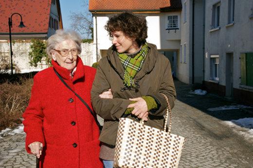 Ältere Menschen benötigen Hilfe im Alltag © Peter Maszlen, fotolia.com