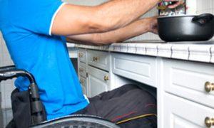 Barrierefreier Umbau: Wohnraum und Küche