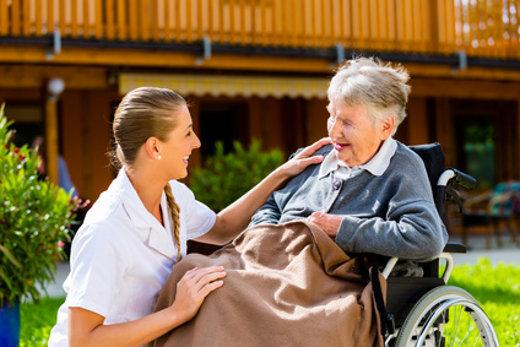 Pflege im Altenheim © Kzenon, fotolia.com