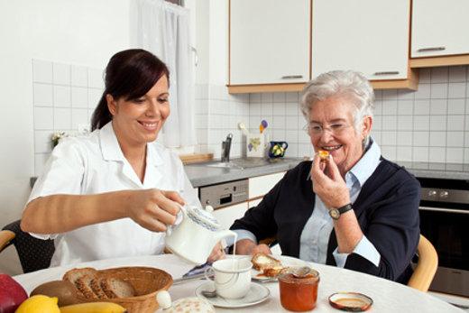 Im Alter wird oft Pflege notwendig © Gina Sanders, fotolia.com