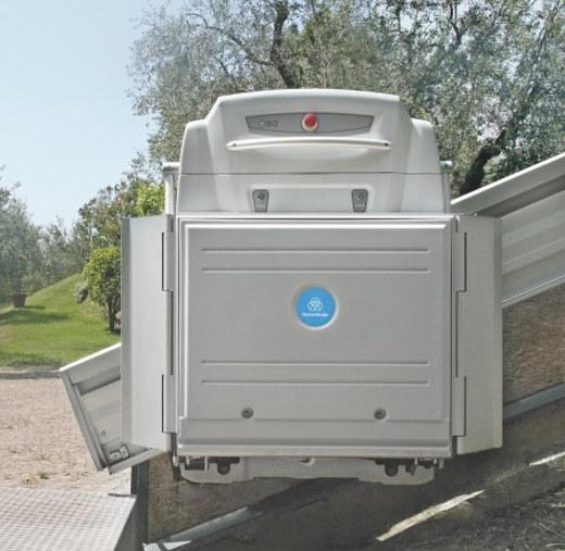 Plattformlift im Außenbereich © thyssenkrupp Encasa