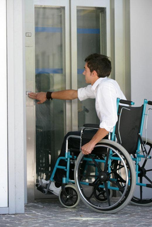 Ruftaste aus dem Rollstuhl erreichbar © Agence DER, fotolia.com