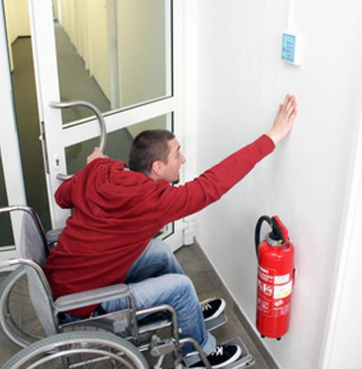 Unerreichbarer Schalter für Rollstuhlfahrer © Nagels Blickwinkel, fotolia.com