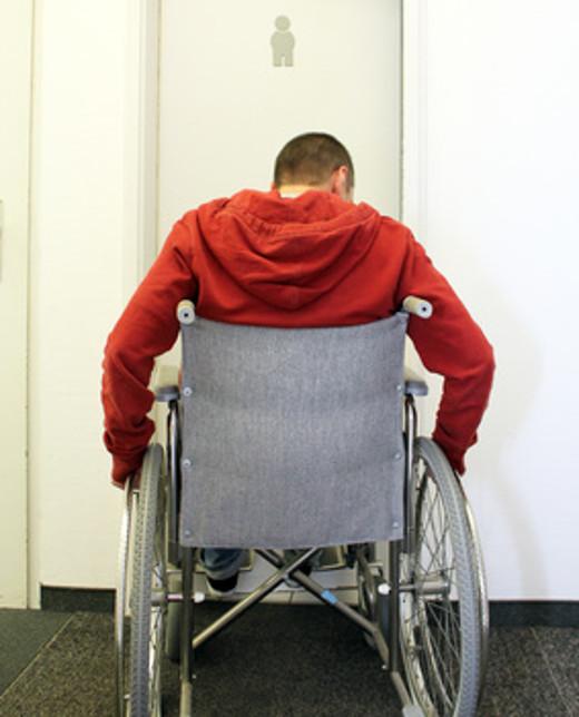 Zu enge Durchgangsbreite für Rollstuhl © Nagels Blickwinkel, fotolia
