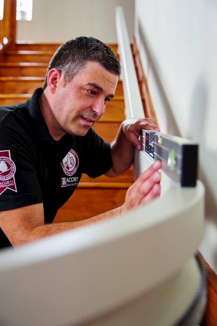 Fachgerechter Einbau des Treppenlifts © Acorn Treppenlifte